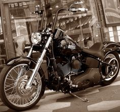 Harley Night Train. Best looking one I've seen.                              …