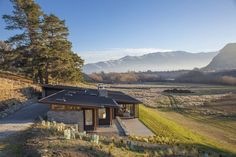 Cardrona River House by Mason & Wales Architects Cabana, Cottage Design, House Design, New Zealand Country, Mountain Home Exterior, Mountain Homes, Beam Structure, New Zealand Houses, River House