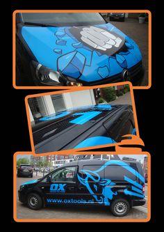 Screen Promotion heeft de bedrijfswagen van OX beletterd, een mooie opvallende belettering en ook het dak is bij deze wagen meegenomen!