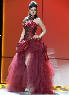 Miss universe 2011 Natalia Rodriguez con su traje tipico relacionado a la flor de ceibo, detalles ganadores, un honor ver ese traje!!