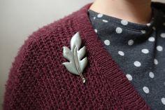 Grey leaf brooch pin autumn (5.00 EUR)