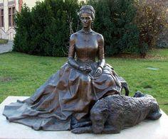 Erzsébet királyné szobor A portrészobor alkotója: Meszlényi Molnár János.