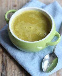Pompoensoep met broccoli en wortel. Een echt herfstrecept. Voor de variatie is er wortel en broccoli aan dit lekkere recept toegevoegd.