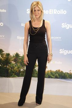 Jennifer Aniston Slacks - Jennifer wore high-waisted slacks with button detailing for the Madrid premiere of 'Just Go With It. Jennifer Aniston Style, Jenifer Aniston, High Waisted Slacks, All Black Fashion, Neutral Outfit, Black Tank Tops, Girl Crushes, What To Wear, Celebrity Style