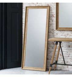 Stylish, classic yet also modern, this Francis oak effect leaner mirror is quite something. The beautiful mirrors forms part of our wooden framed mirrors range perfect for bringing the natural feel of the outdoors into your home. The natural oak effect finish lends itself easily to either a contemporary or