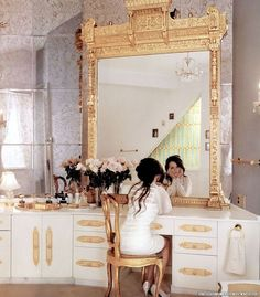 Good heavens that is an amazing vanity!! I would stare at myself all day too!?