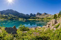 Lac d'Allos, le plus grand #lac naturel d'altitude d'Europe. Il est situé au coeur du Parc National du #Mercantour. photo office de tourisme du Val d'Allos R Palomba
