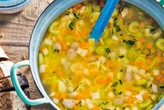 Ex­tra ge­vul­de groen­te­soep Cheeseburger Chowder, Curry, Ethnic Recipes, Food, Gluten, Stitch, Birthday, Rezepte, Full Stop
