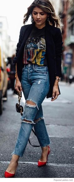 Be cool with a printed tee, jeans and blazer