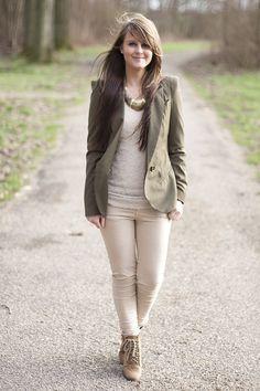 green blazer + white top + cream skinny jeans