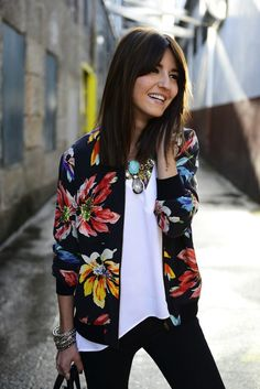 A bomber jacket is a super sporty garment that you can wear mainly in casual outfits. But you can also mix and match with romantic pieces and be a genuine fashionista. This time, we are going to focus on beautiful… Continue Reading → Fashion Mode, Look Fashion, Womens Fashion, Fashion Trends, Floral Fashion, High Fashion, Vintage Fashion, Hippie Fashion, Fashion Black