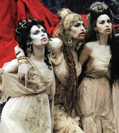"batastrophes: ""Monica Belucci, Michaela Bercu and Florina Kendrick as Dracula's Brides in Bram Stoker's Dracula "" American Werewolf In London, American Horror, Bram Stokers Dracula, Michaela Bercu, Vampire Bride, Vampire Art, Werewolf Hunter, Hot Vampires, Old Movie Stars"