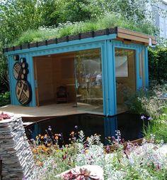 Contêiner vira saleta com telhado ecológico - via Pinterest