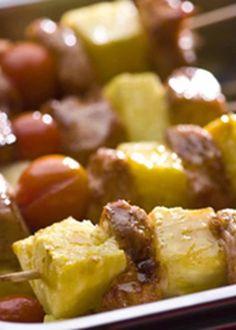 Espetadinhas de peru no forno com abacaxi