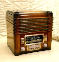 Old Antique Wood Zenith Vintage Tube Radio - Restored Working Zephyr Tombstone | eBay  Beautiful restoration job on this Zenith. *bows*