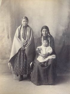 Alice Baxter, 2 Children - Omaha Tribe - Photo by Frank A. Rinehart, on the occasion of The Indian Congress occurred in conjunction with the Trans-Mississippi International Exposition of 1898, in Omaha, Nebraska, USA - (Original)