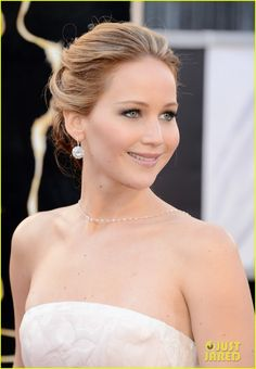 A gorgeous youthful glow and subdued makeup let her stunning Dior dress shine.  (Jennifer Lawrence - Oscars 2013)
