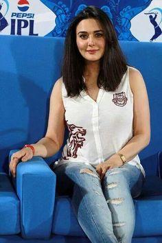 Preity Zinta Kareena Kapoor, Priyanka Chopra, Deepika Padukone, Men's Fashion, Fashion Week, Pretty Zinta, Bicycle Girl, Madhuri Dixit, Fashion Designer
