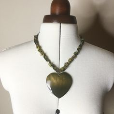 FLASH SALE! Green Shell Heart Statement Necklace I don't have enough green in my wardrobe to wear this, but this necklace is super gorgeous! Don't forget to bundle and save! Jewelry Necklaces