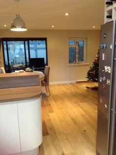 Solid oak flooring throughout. Breakfast bar, Howdens cream gloss kitchen.
