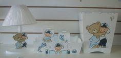 kit mdf laqueado e pintado a mão  abajur recorte de menino com urso bandeja com 2 potes  lixeira posso fazer em outras cores