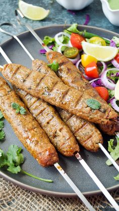 Step-by-step recipe with pictures to make Chicken Seekh Kabab. How to make Chicken Seekh Kebab [oven and stovetop (tawa) method]. Seekh Kebab Recipes, Seekh Kebabs, Kabob Recipes, Chicken Keema, Chicken Masala, Chicken Appetizers, Chicken Recipes, Kebab Wrap, Bangladeshi Food