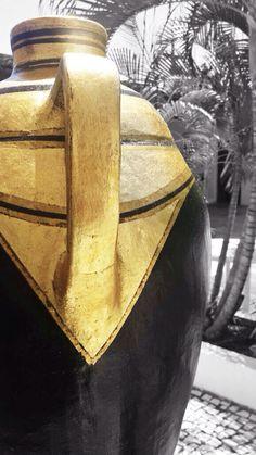 Ampio Campo Design Coleção peças pintadas a mão e revestidas em folha de ouro.