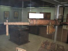 Modern reconstruction of the Cheirosiphon, or hand-held Greek-fire syphon. Found in the War Museum, Athens. | Ακαδημία Ιστορικών Ευρωπαϊκών Πολεμικών Τεχνών
