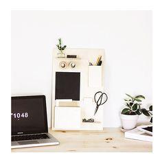 DIY: Organizador de escritorio de madera y pintura de pizarra perfecto xa tenerlo todo a mano y en orden ---> http://ift.tt/1w0PeID Fácil sencillo y práctico! #diy #decoracionestudio #decoracionoficina by tres_studio