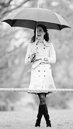 Love this black & white photo of Kate Middleton!/****Again with the umbrella business!