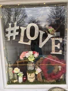 1000+ ideas about Salon Window Display on Pinterest | Display ...
