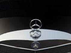 4 | 1965 Mercedes-Benz 220S Large Tail Fin | Auctionata Mercedes 220, Mercedes Benz Logo, Daimler Benz, Hood Ornaments, S Class, Maybach, Badges, Cry, Classic