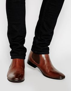 Discover the latest range of men's boots with ASOS. Explore the range, from Chelsea boots to military styles in leather and suede. Shop now at ASOS. Mens Shoes Boots, Mens Boots Fashion, Men's Shoes, Shoe Boots, Brown Leather Chelsea Boots, Mens Chelsea Boots, Real Leather, Style Masculin, Zapatillas Casual