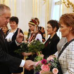 Andrej Kiska pozval desať žien na slávnostný obed Crown, Jewelry, Fashion, Moda, Corona, Jewlery, Jewerly, Fashion Styles, Schmuck