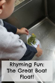A great way of teaching rhyming to preschoolers! Thsi rhyming activity is simple and fun.