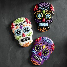 Image shared by María José. Find images and videos about Halloween, Cookies and food on We Heart It - the app to get lost in what you love. Ghost Cookies, Fall Cookies, Iced Cookies, Cute Cookies, Royal Icing Cookies, Holiday Cookies, Cupcake Cookies, Cupcakes, Halloween Chic