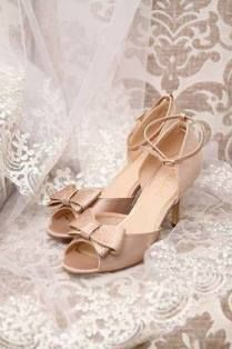 Africa's most exquisite rose gold wedding shoe - Imaani Zuri. Rose Gold Wedding Shoes, Bridal Shoes, Bride Dresses, On Your Wedding Day, Gladiator Sandals, Stylish, Fashion, Bride Shoes Flats, Moda
