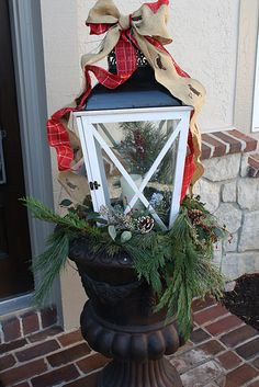 Front Porch Decor - like the use of the latern