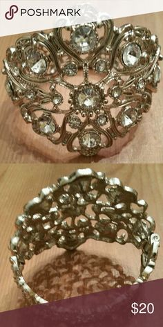 Stunning vintage diamond crystal rhines bracelet This sparkling vintage diamond crystal rhinestones  bracelet is very chique and beautiful! Jewelry Bracelets