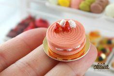 1:12 Strawberry Macaroon Cake