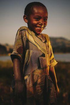 Rwanda by Jeremy Cowart > http://jeremycowart.com/new-blog/wp-content/uploads/2013/08/005_Rwanda_0631.jpg #cowart #photography