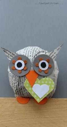 Un cadre hibou avec une boule de papier journal. www.pinterest.com/fleurysylvie et www.toutpetitrien.ch #bricolage #enfants #hibou