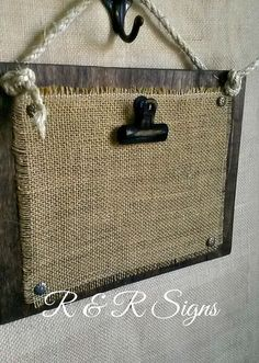 Wood & Burlap Clipboard Photo Holder by RandRSigns on Etsy - Nancy Penning - Photo Burlap Projects, Burlap Crafts, Wood Crafts, Diy Crafts, Burlap Signs, Printing On Burlap, Rustic Frames, Diy Holz, Photo Holders