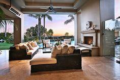 Interior and exterior masterpieces Outdoor Kitchen Patio, Outdoor Spaces, Outdoor Living, Outdoor Retreat, Outdoor Kitchens, Indoor Outdoor, Beautiful Living Rooms, Beautiful Space, Beautiful Homes