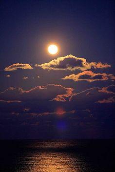 Childlike Faith, Moonlight Photography, Ocean Wallpaper, Midnight Sky, Moon Pictures, Kingdom Of Heaven, Moon Magic, Beautiful Moon, My Happy Place