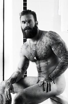 Oh my... Well hello there big gorgeous bearded man