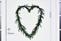 Näin teet helposti DIY joulukranssin, vaikka kodin ulko-oveen. Helppoa jouluaskartelua, yksinkertaisesti kaunis lopputulos.