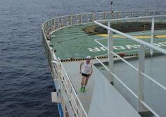 """""""Kto powiedział, że na statku nie można biegać?"""", czyli półmaraton na Oceanie Atlantyckim. http://kontakt24.tvn24.pl/najnowsze/kto-powiedzial-ze-na-statku-nie-mozna-biegac-czyli-polmaraton-na-oceanie-atlantyckim,155688.html"""
