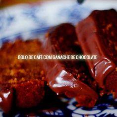 Prove essa delícia de bolo de café e cobertura de ganache de chocolate! Vídeo receita com passo a passo.