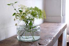 Flower Arrangements, Glass Vase, Bottle, Fashion News, Green, Flowers, Decoration, Home Decor, Ideas